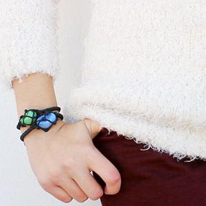عکس دستبند با سنگ رنگی