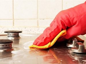 عکس تمیز کردن اجاق گاز با مواد طبیعی