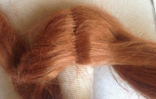 عکس حالت دادن به موی عروسک تیلدای روسی