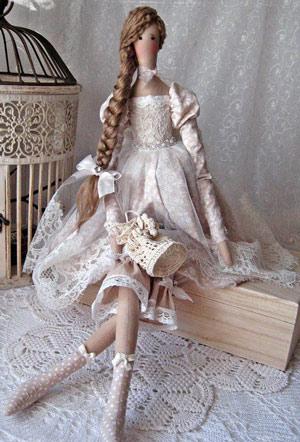 عکس عروسک تیلدای نشسته