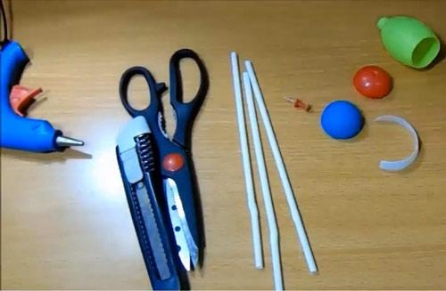 عکس وسایل لازم برای ساخت کاردستی با نی پلاستیکی