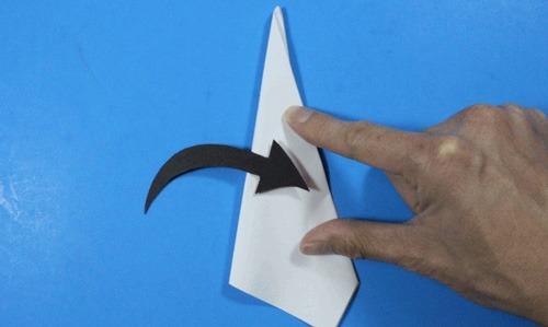 عکس آموزش ساخت موشک کاغذی با برد بیشتر