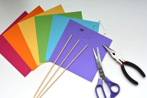 عکس وسایل لازم برای ساخت فرفره کاغذی
