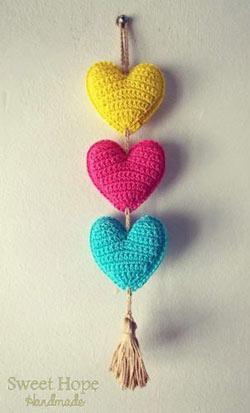 عکس بافتن قلب با قلاب بافی
