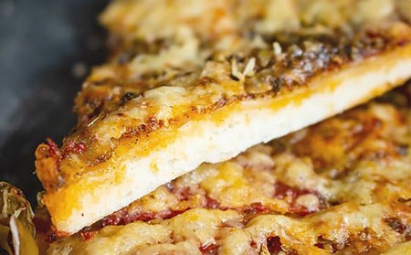 عکس پیتزا با خمیر پیتزای خانگی