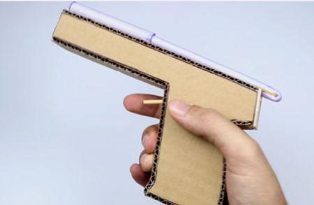عکس ساخت تفنگ وینچستر با کارتن