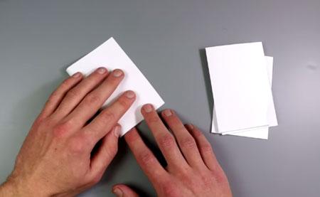 عکس تا کردن کاغذ