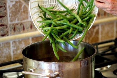 طرز تهیه ترشی لوبیا سبز با گوجه