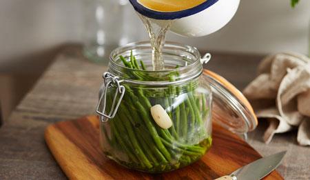 طرز تهیه ترشی لوبیا سبز خرد شده