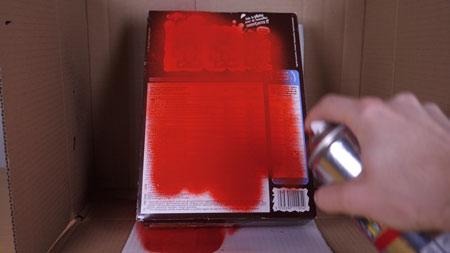 عکس رنگ کردن کارتن مقوایی