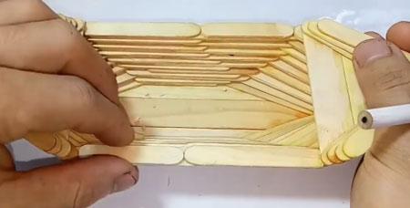 عکس آموزش ساخت کاردستی با چوب بستنی