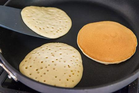 عکس طرز تهیه پنکیک ساده با شیر